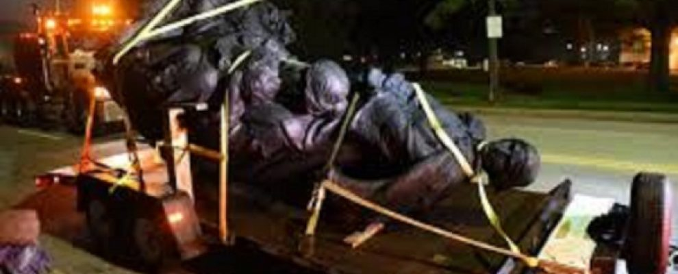 Tüntizők, hagyjátok békén a szobrokat!